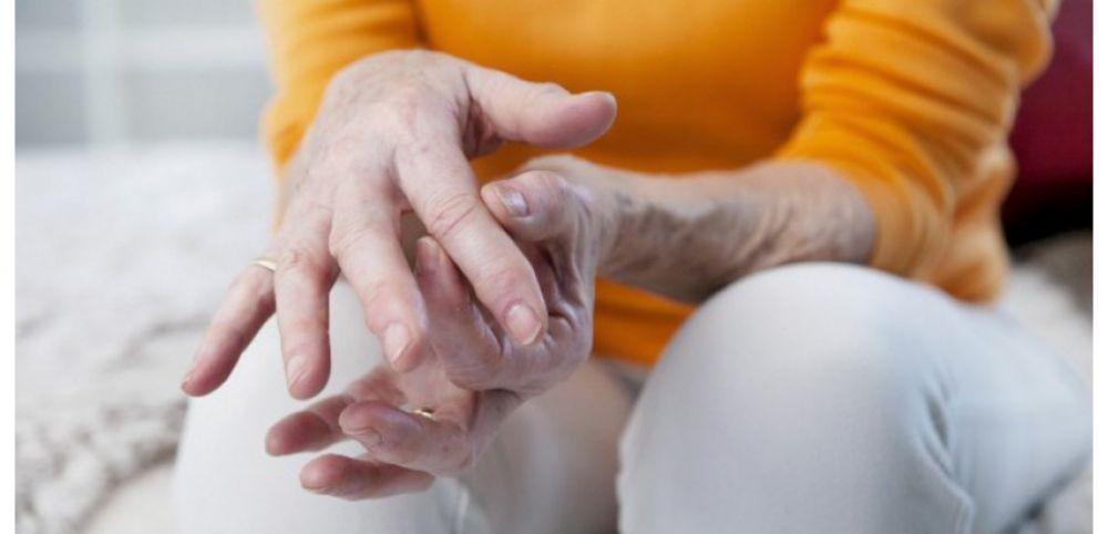 Matin raideur des mains, gonflement: ce sont les symptômes de l'arthrite
